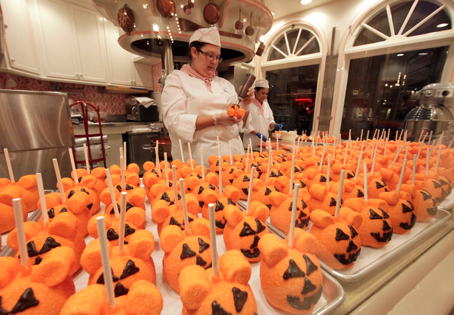 additional highlights - When Does Disneyland Decorate For Halloween