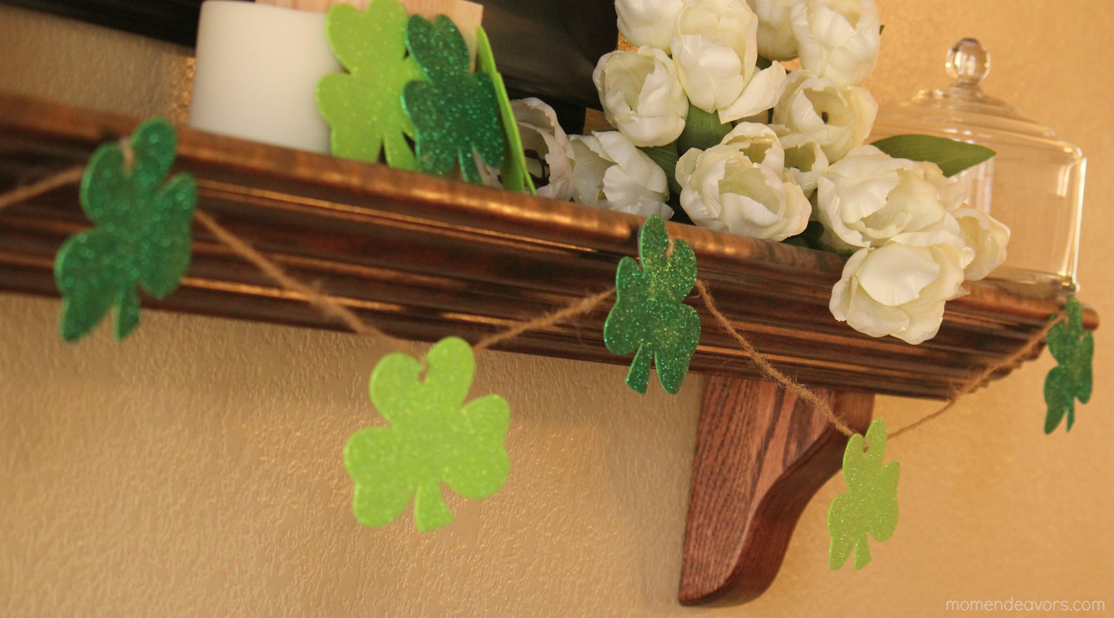 Quick easy diy shamrock garland for Homemade st patricks day decorations