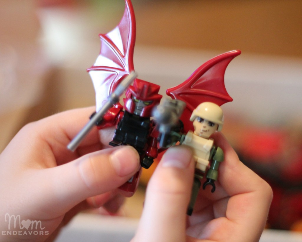 KRE-O Ripclaw figurines