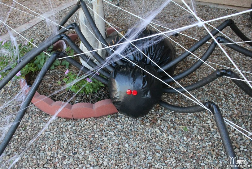 DIY Giant Lawn Spider Decor