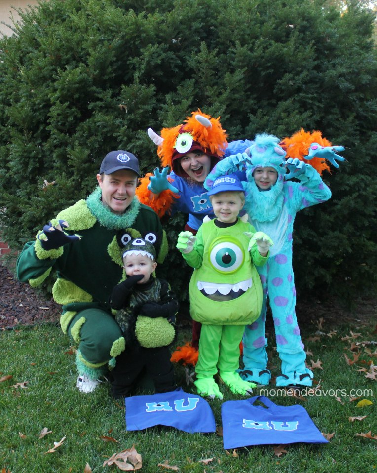 Monsters family Hallwoeen costumes