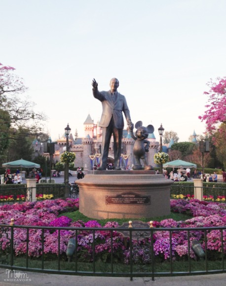 Disneyland Walt & Mickey Statue
