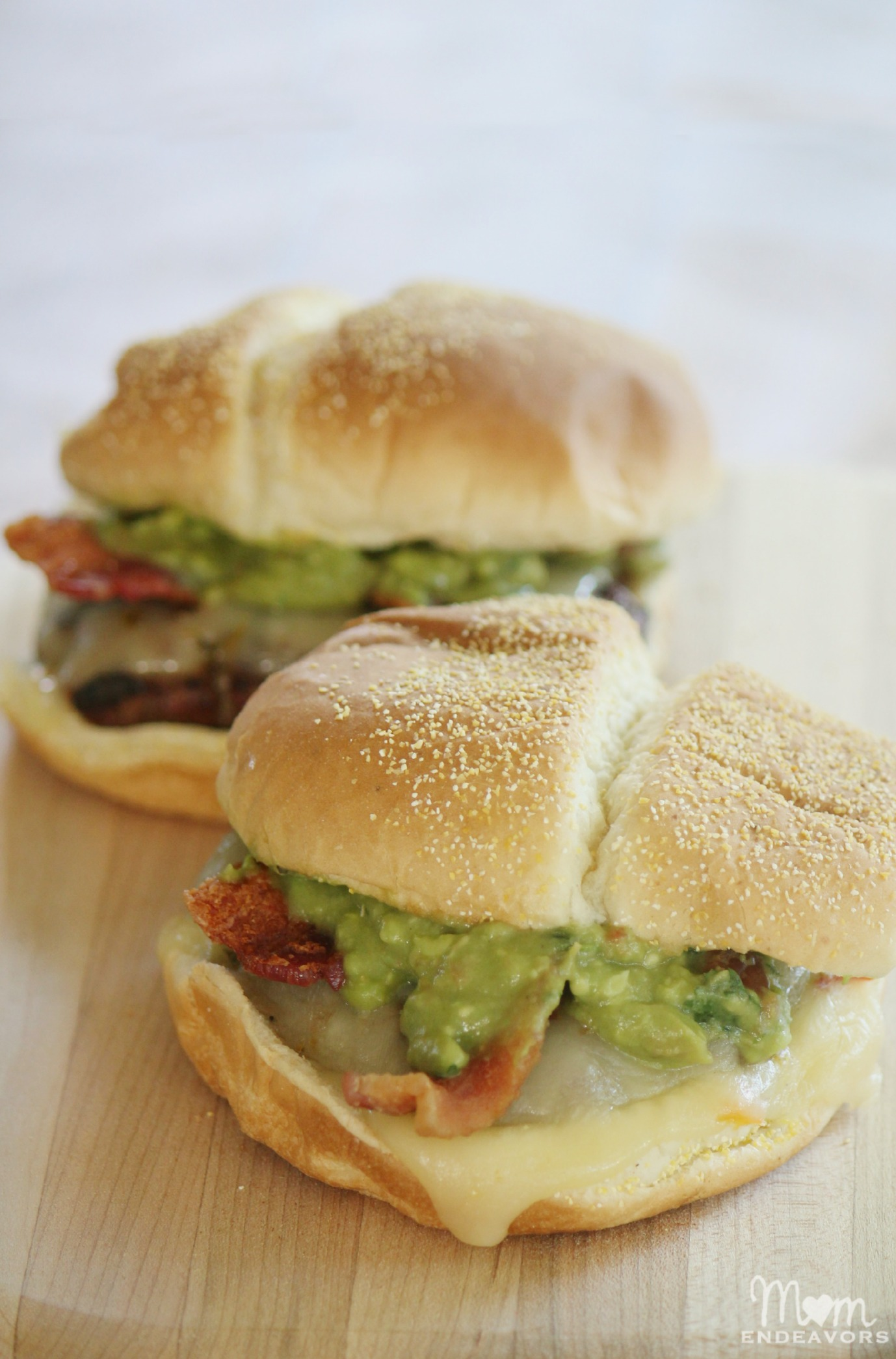 Southwestern Bacon Cheeseburgers with Guacamole