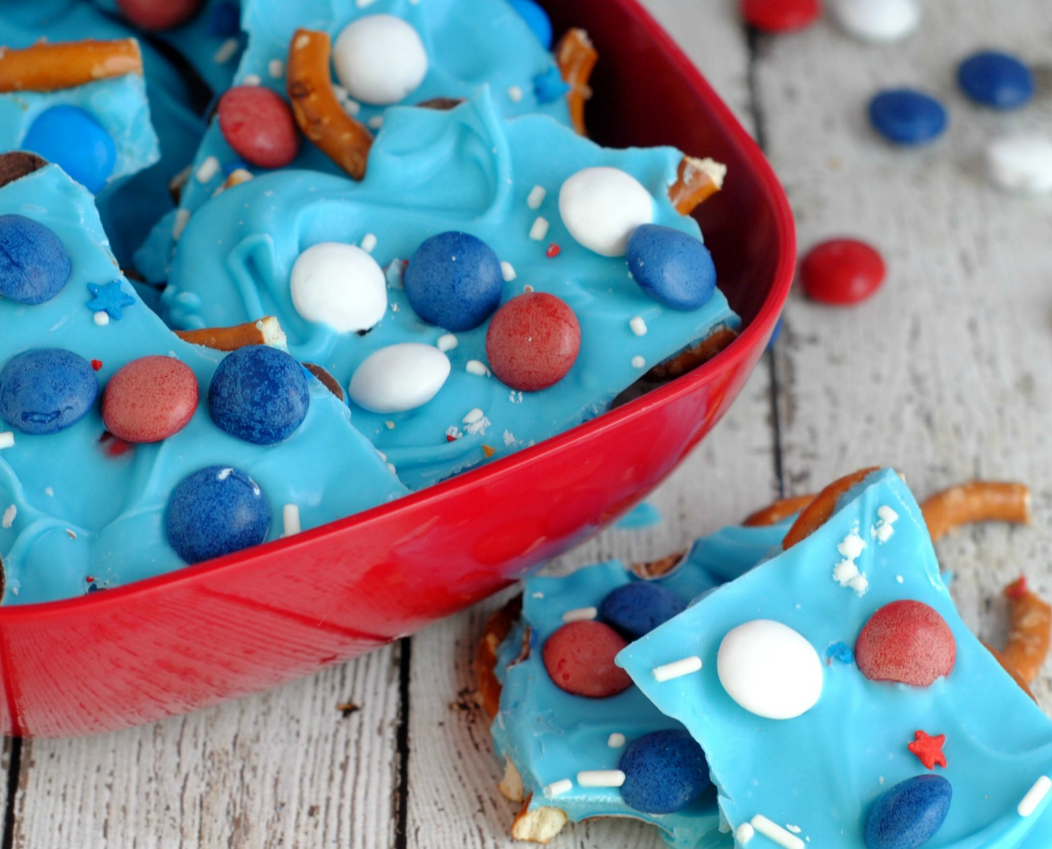 4th of July Pretzel Bark