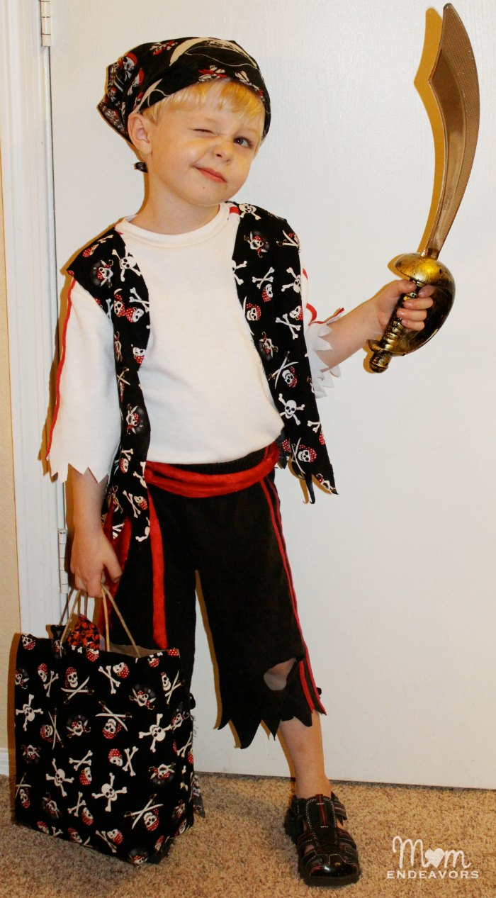 Easy DIY Pirate Costume  sc 1 st  Mom Endeavors & Quick u0026 Easy DIY Pirate Halloween Costume