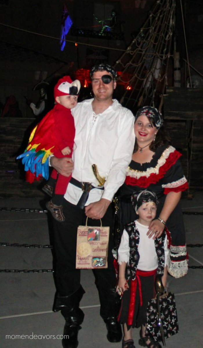 Family Pirate Costumes  sc 1 st  Mom Endeavors & Quick u0026 Easy DIY Pirate Halloween Costume