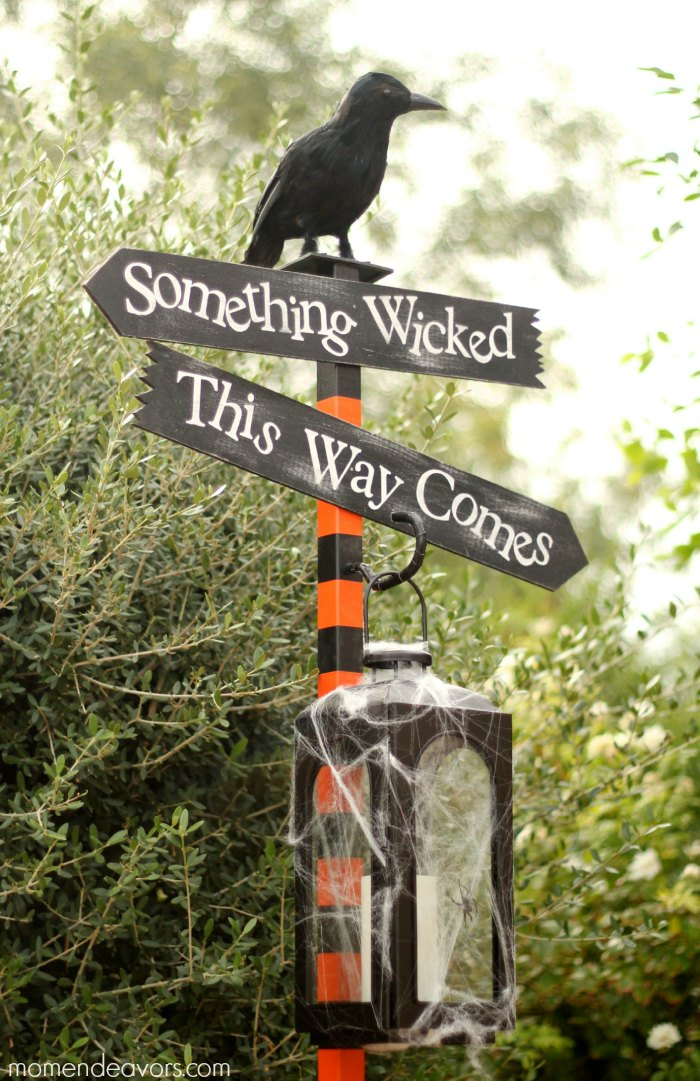 DIY Halloween Lantern Sign Post