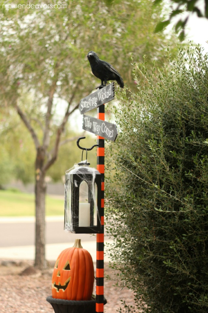 diy halloween spooky lantern sign post. Black Bedroom Furniture Sets. Home Design Ideas