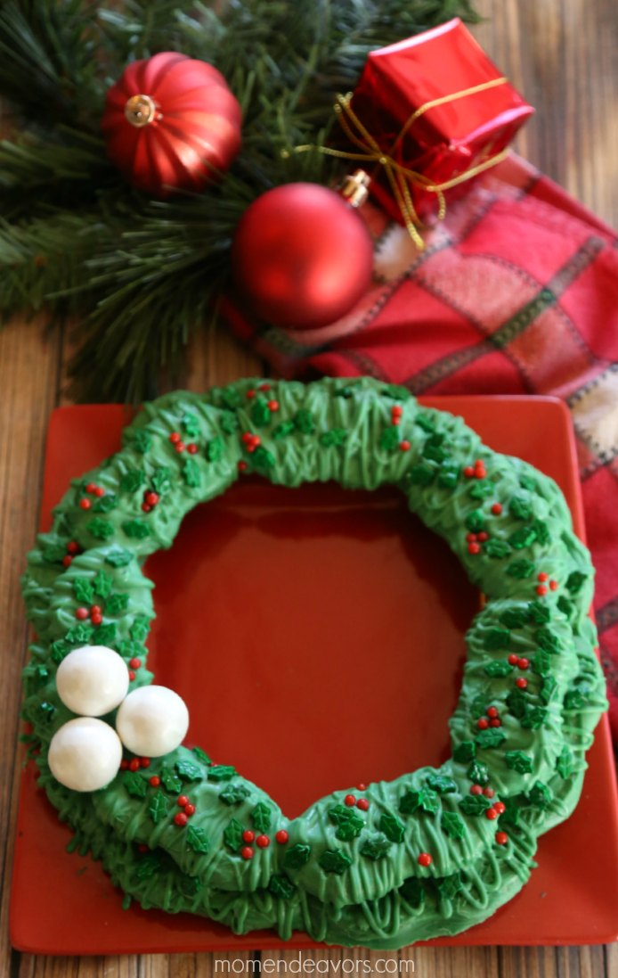 No-Bake Christmas Cookie Wreath
