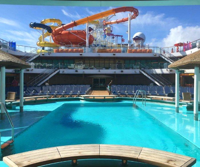 Carnival Magic Pool Waterworks