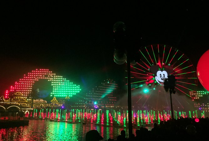 world-of-color-holiday-show