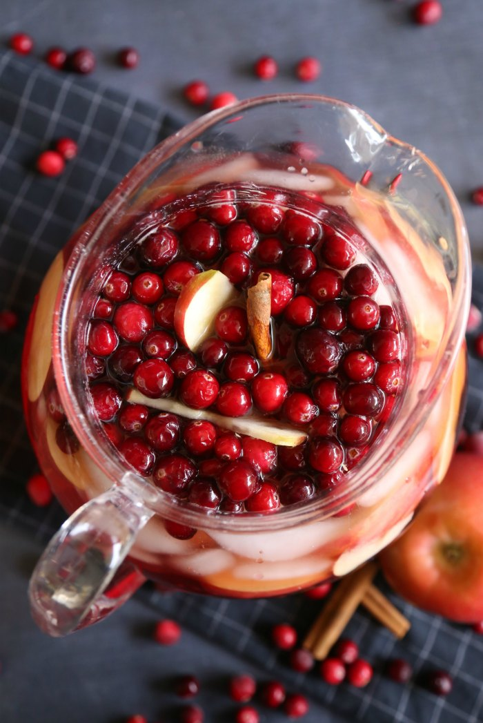 This Sparkling Apple Cranberry Iced Tea is a beautiful and tasty twist ...