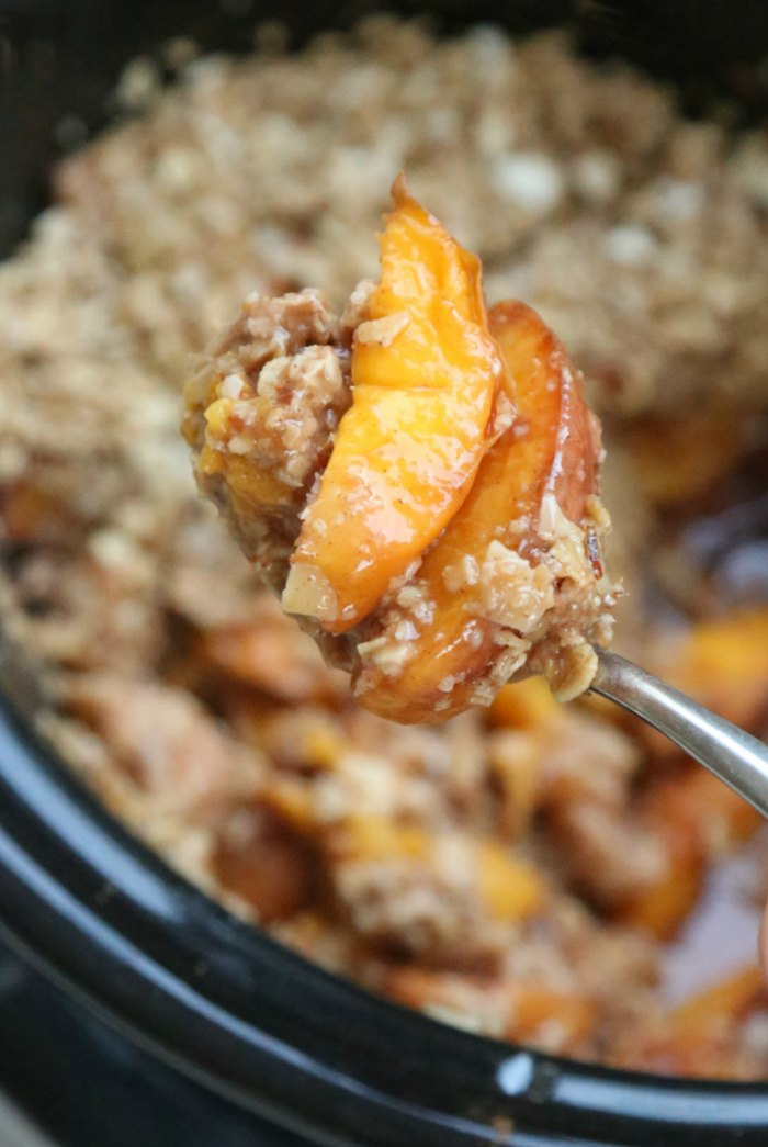 Crock Pot Peach Crumble