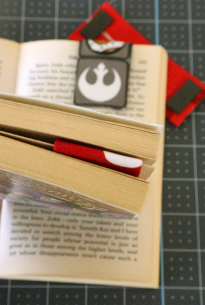 DIY Magnetic Fabric Bookmark