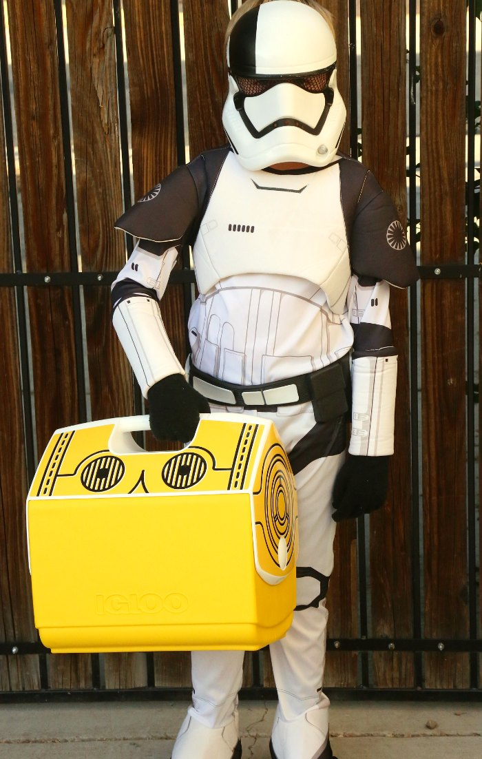 Storm Trooper holding C3PO Star Wars Cooler